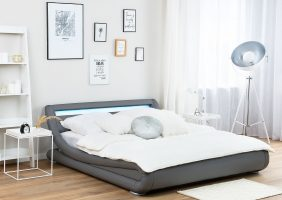 Graues Bett