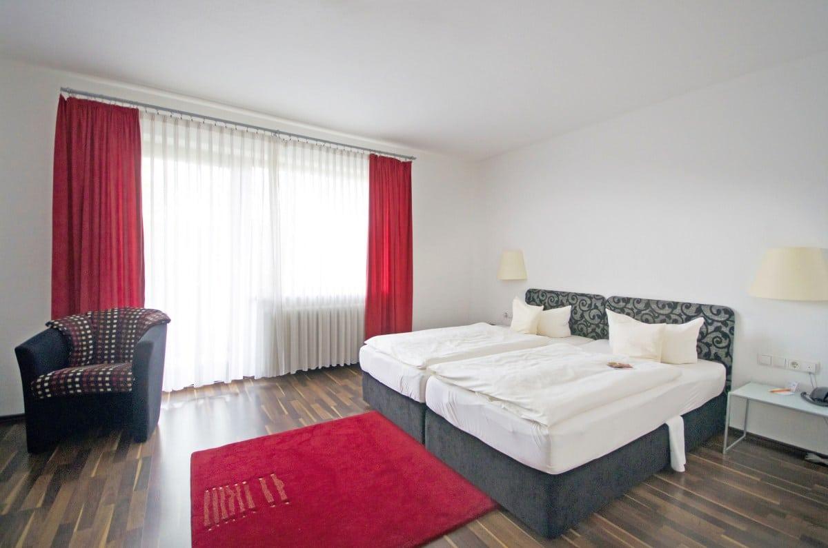 Full Size of Hotel Bad Windsheim Unsere Zimmer Im Am Kurpark Spth Deckenleuchte Kommode Weiß Hochglanz Hotels Tölz Langensalza Juwel Füssing Wandarmatur Barrierefreies Bad Hotel Bad Windsheim