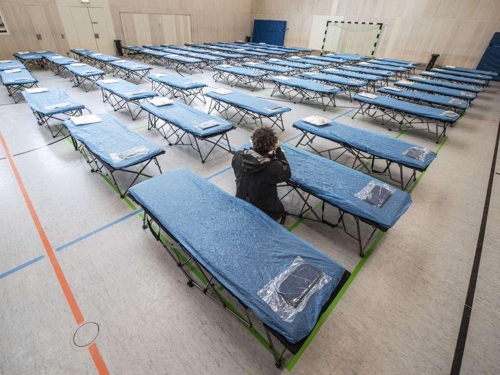 Full Size of Coronavirus Frankfurt Flughafen Turnhalle Steht Fr China Coole Betten Ruf Preise überlänge Luxus Günstige 140x200 Außergewöhnliche Für übergewichtige Bett Betten Frankfurt