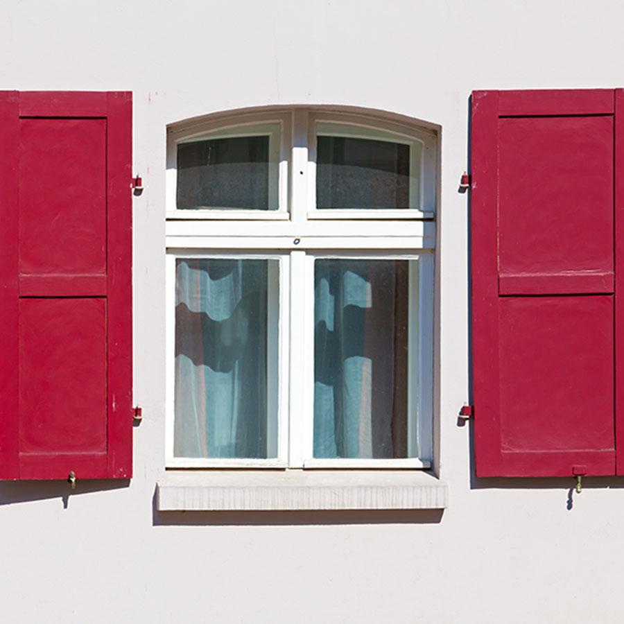 Full Size of Fenster Mit Eingebauten Rolladen Alles Rund Ums Immonet Tauschen Verdunkelung Sofa Relaxfunktion Meeth Betten Aufbewahrung Einbau Schlafzimmer überbau Fenster Fenster Mit Eingebauten Rolladen