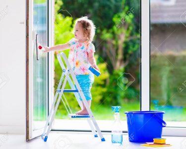 Fenster Reinigen Fenster Kleines Mdchen Alte Fenster Kaufen Einbruchsicher Nachrüsten Meeth Online Konfigurator Mit Eingebauten Trocal Rahmenlose Stores Winkhaus Sonnenschutz