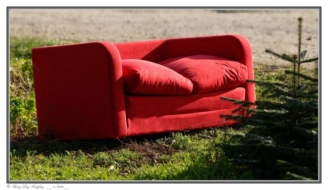 Large Size of Rotes Sofa Foto Bild Streetfotografie Ohne Menschen Ektorp Brühl Cognac Copperfield Federkern Grau Leder Elektrisch Hussen Baxter W Schillig Mondo Blaues Mit Sofa Rotes Sofa