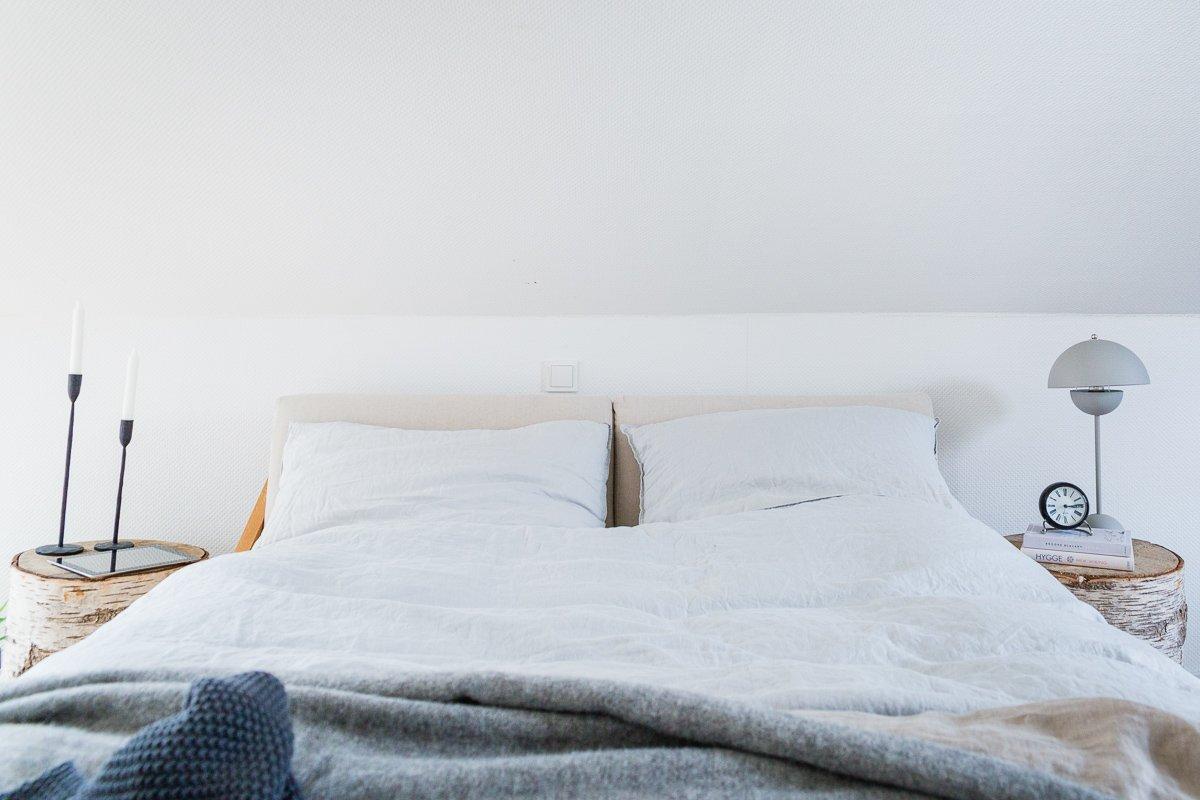Full Size of Bett Schlicht Schlafzimmer Einrichten Mit Schrge Unser Im Buche Balinesische Betten Matratze Und Lattenrost Außergewöhnliche Platzsparend Boxspring Ohne Bett Bett Schlicht