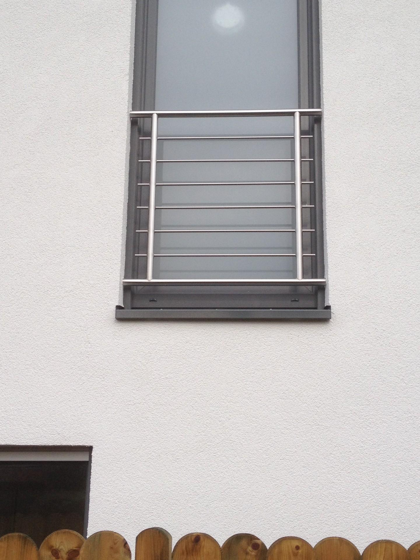 Full Size of Absturzsicherung Fenster Fenstergitter Teleskopstange Jemako Einbruchsicherung Tauschen Mit Sprossen Dreh Kipp 120x120 Sichtschutz Einbauen Polnische Fenster Absturzsicherung Fenster