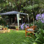 Hängesessel Garten Eine Afrikanische Mit Einem Pavillon Bewässerung Sonnensegel Pool Im Bauen Essgruppe Und Landschaftsbau Berlin Ausziehtisch Garten Hängesessel Garten