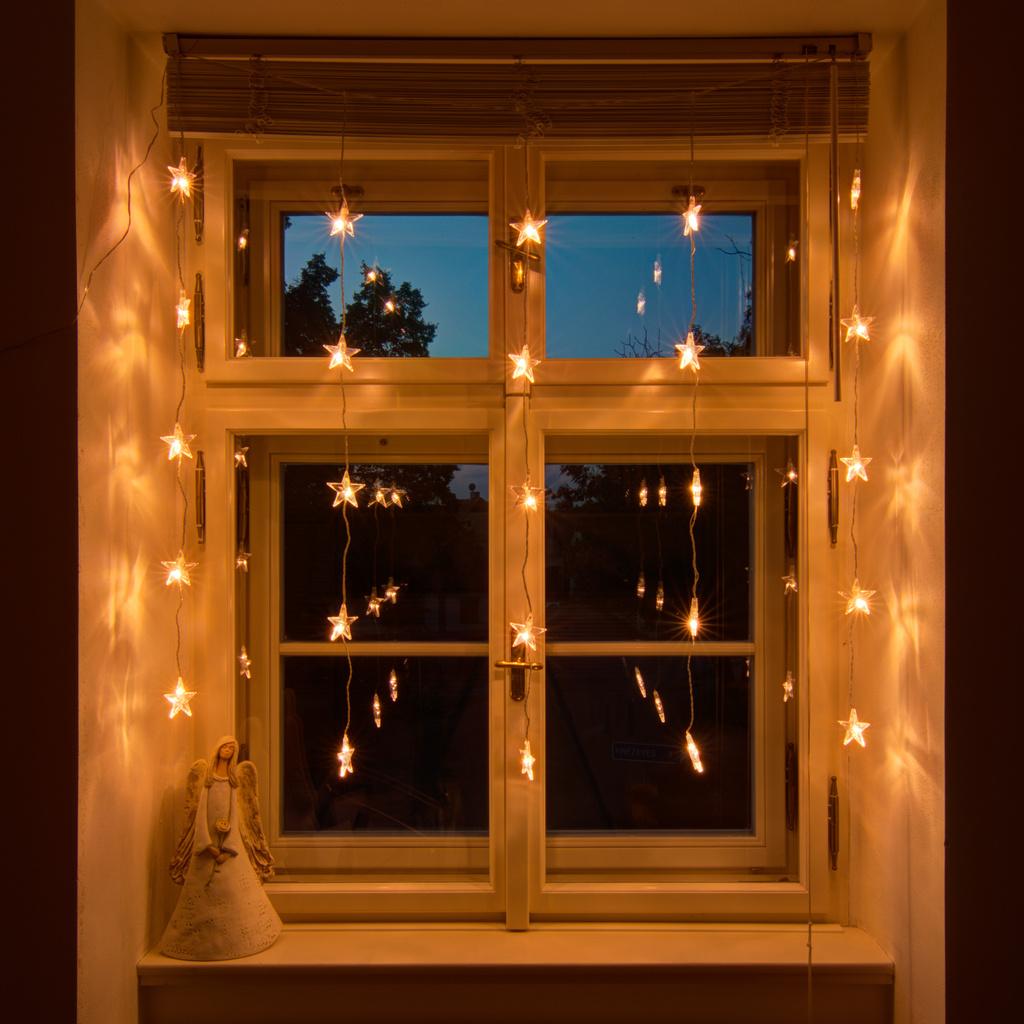 Full Size of Led Weihnachtsbeleuchtung Fenster Silhouette Stern Mit Kabel Innen Pyramide Hornbach Ohne Batteriebetrieben Bunt Figuren Befestigen Kabellos Fr Decoled Fenster Weihnachtsbeleuchtung Fenster