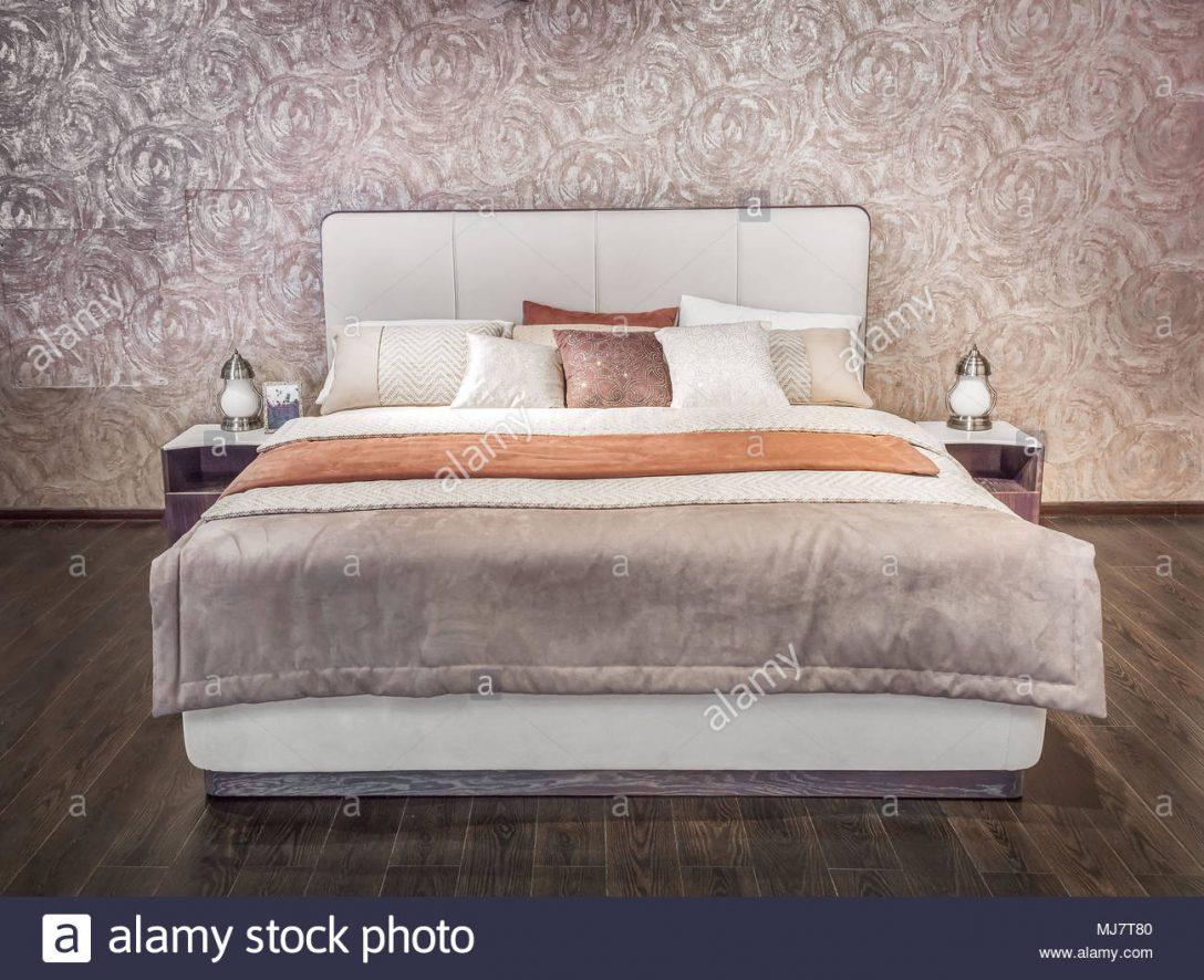 Large Size of Modernes Bett Luxus Grau Beige Mbel Mit Gemusterter Bettwsche Mädchen Vintage Niedrig Betten Berlin Skandinavisch Kiefer 90x200 140x200 Stauraum Ruf Hülsta Bett Modernes Bett