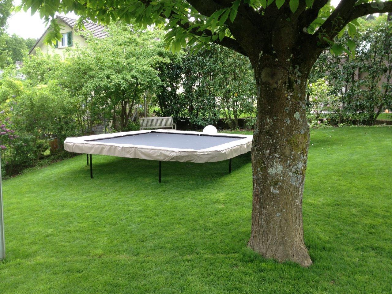 Full Size of Trampolin Garten In Hanglage Trampoline Center Schweiz Spezialist Fr Pavillon Mini Pool Lounge Sessel Sichtschutz Im Sitzgruppe Kandelaber Brunnen überdachung Garten Trampolin Garten