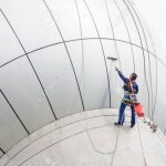 Fenster Reinigen Fenster Fenster Reinigen Reinigung Service Auf Hochhaus Mann Kletterer Sicherheitsfolie Test Obi Flachdach Einbruchschutzfolie 3 Fach Verglasung Konfigurieren Putzen