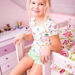 Mädchen Betten Bett Mädchen Betten Kleines Mdchen Im Bett Ausgefallene Schöne 200x220 Ikea 160x200 Weiß Kopfteile Für Günstige 140x200 Gebrauchte Mit Aufbewahrung Designer