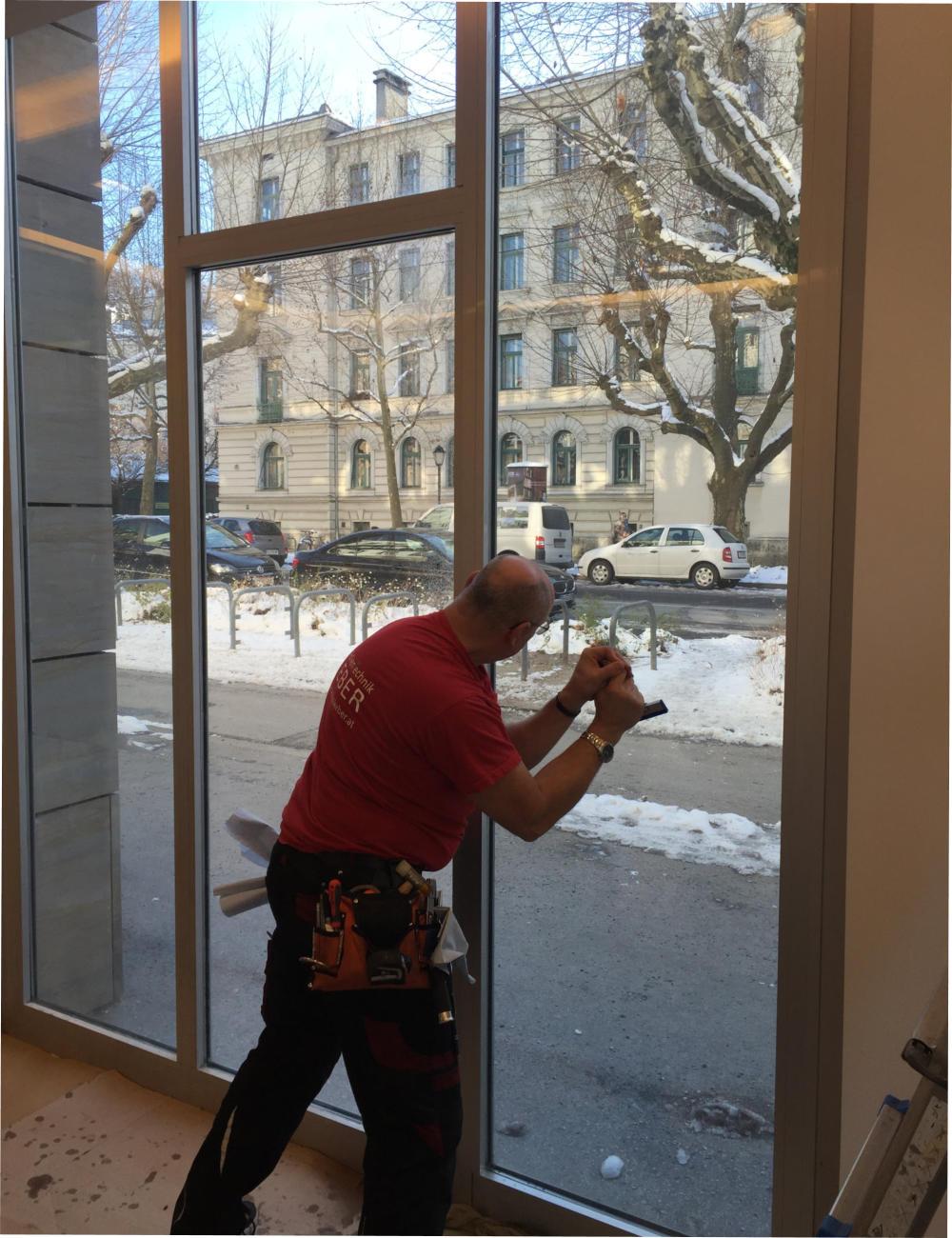 Full Size of Fenster Sicherheitsfolie Randanbindung Berlin Amazon Test Preis Montage Einbruch Kosten Sicherheitsfolien Rc3 Rolladen Nachträglich Einbauen Sonnenschutz Fenster Fenster Sicherheitsfolie
