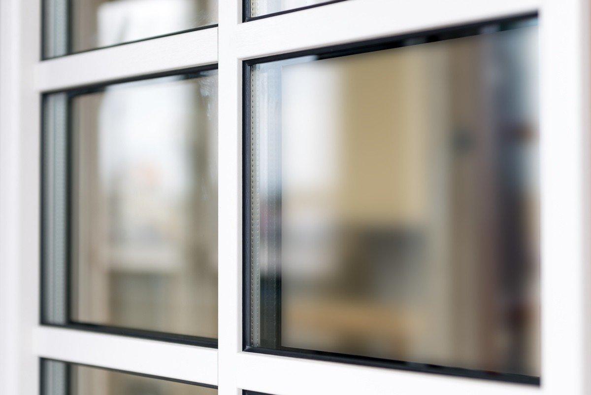 Full Size of Fenster Mit Sprossen Innenliegend Preise Kosten Preis Und Rollladen Oder Ohne Preisunterschied Rolladen Innenliegenden Landhausstil Anthrazit Fenstersprossen Fenster Fenster Mit Sprossen
