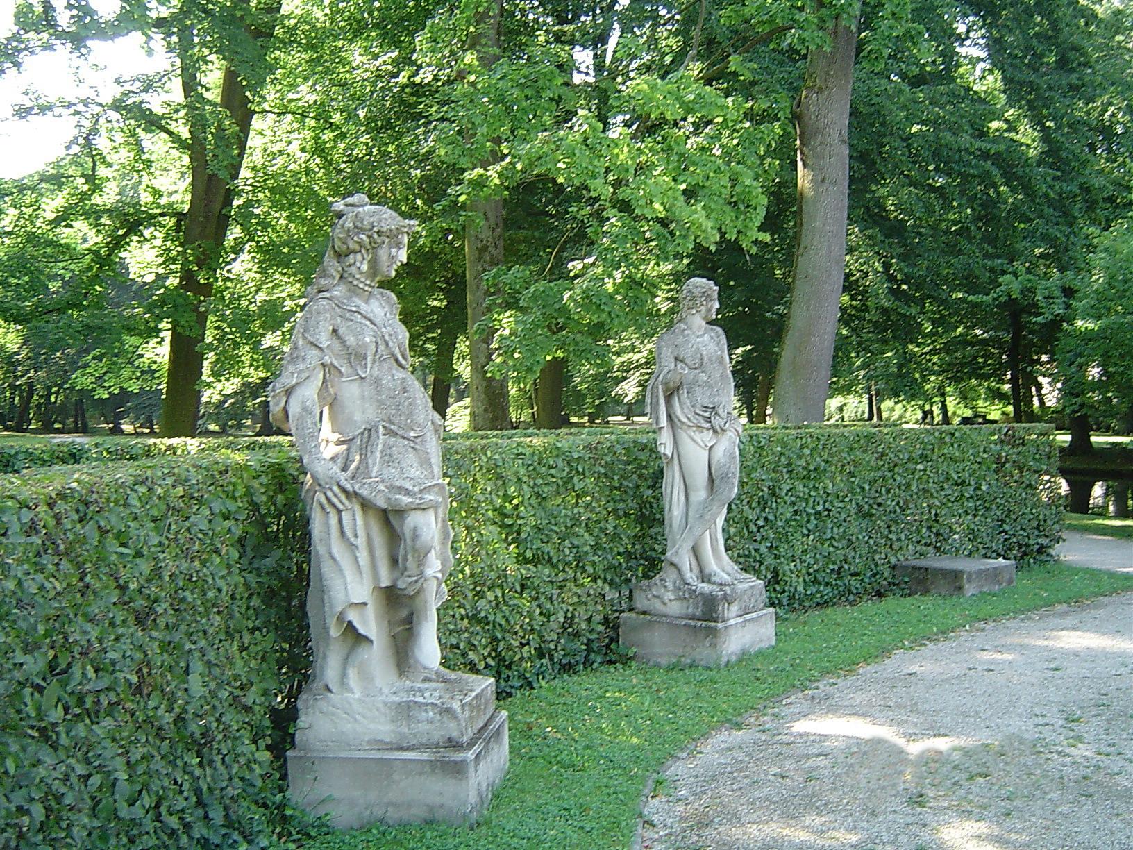 Full Size of Garten Skulpturen Neues Schloss Trampolin Trennwände Schaukel Für Lounge Möbel Wohnen Und Abo Holztisch Wasserbrunnen Loungemöbel Liegestuhl Gewächshaus Garten Garten Skulpturen