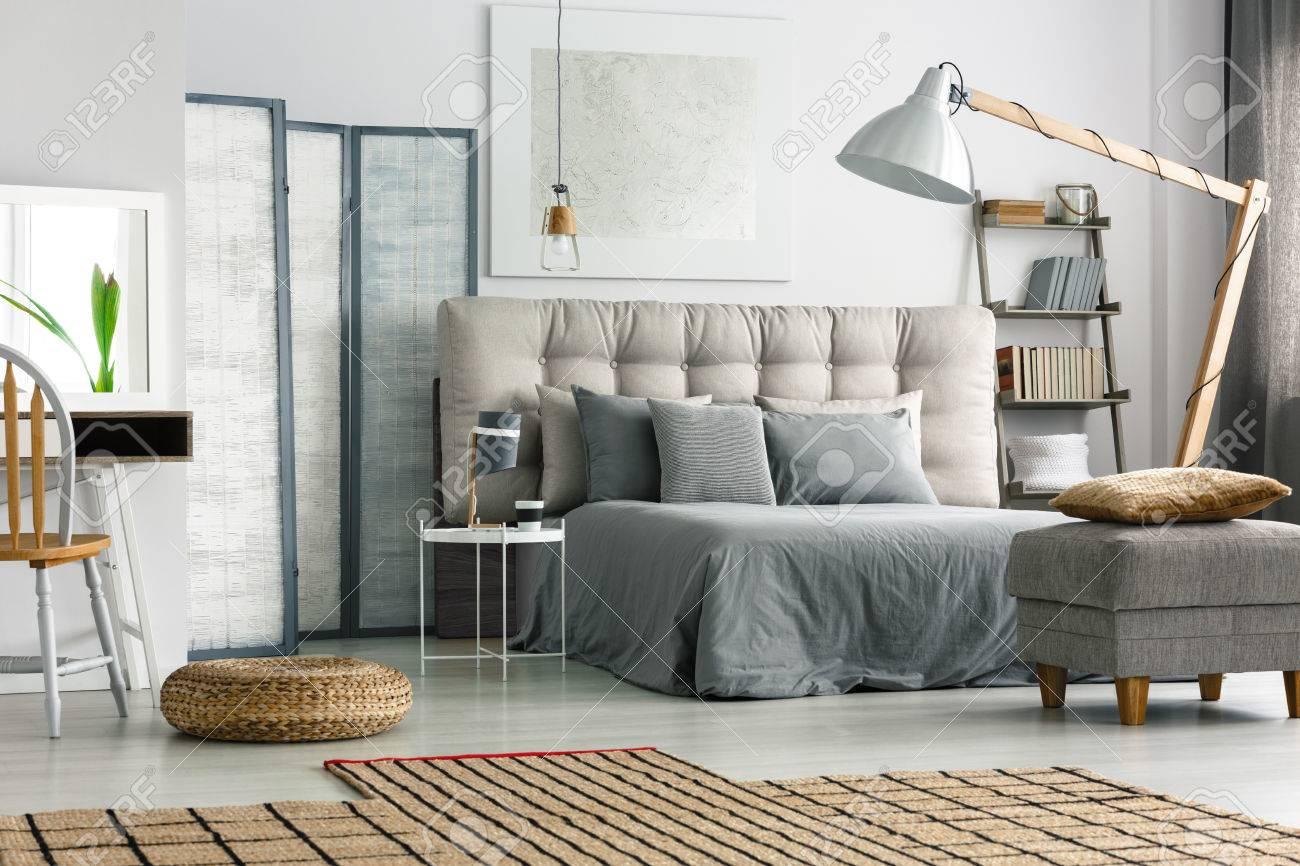 Full Size of Wicker Teppich Auf In Gemtlich Grau Schlafzimmer Mit Küche Hochglanz Bett 90x200 Lattenrost Und Matratze Betten Für übergewichtige Hohe Weiß 160x200 Bett Bett Grau