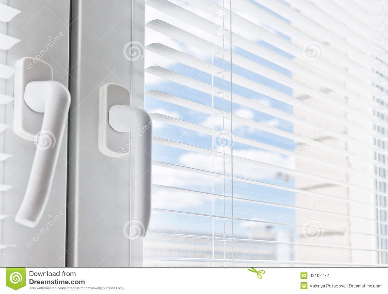Full Size of Velux Fenster Rollo Neue Einbauen Schüco Preise Konfigurieren Folie Ebay Sicherheitsfolie Dampfreiniger Kunststoff Einbruchsicher Nachträglich Rollos Für Fenster Fenster Jalousie