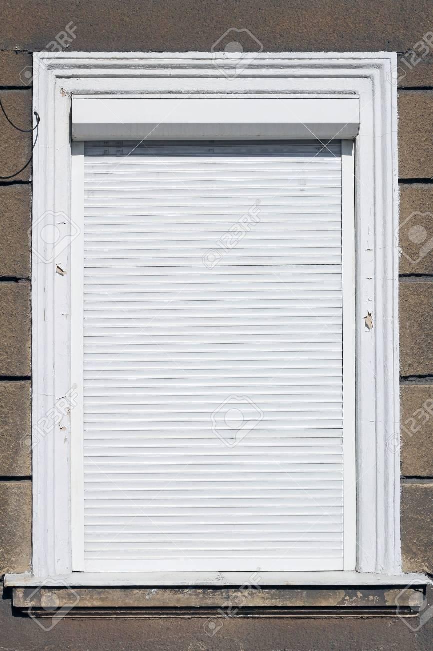 Full Size of Fenster Mit Weies Lizenzfreie Fotos Sichtschutzfolie Einbruchschutz Nachrüsten Drutex Sichtschutz Für 2 Sitzer Sofa Relaxfunktion Bett Gepolstertem Kopfteil Fenster Fenster Mit Rolladen