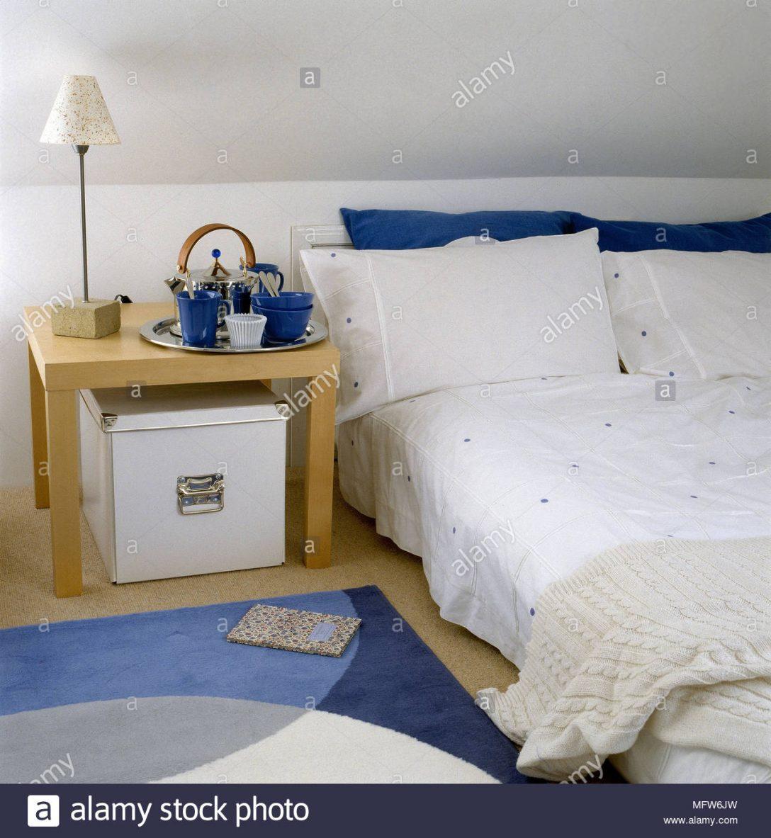 Large Size of Moderne Schlafzimmer Mit Dachschrge Niedrig Bett Holz Seite 140x200 Ohne Kopfteil Betten Weiß Stauraum 200x200 Rauch 100x200 Tatami Schubladen 180x200 Eiche Bett Bett Niedrig