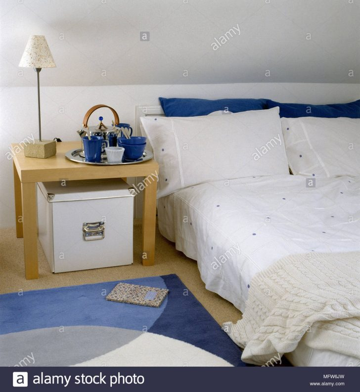 Medium Size of Moderne Schlafzimmer Mit Dachschrge Niedrig Bett Holz Seite 140x200 Ohne Kopfteil Betten Weiß Stauraum 200x200 Rauch 100x200 Tatami Schubladen 180x200 Eiche Bett Bett Niedrig