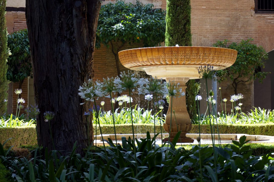 Large Size of Wasserbrunnen Garten Brunnen Im Der Alhambra Zaun Hängesessel Heizstrahler Fussballtor Lounge Set Klapptisch Spielhaus Holz Servierwagen Gaskamin Holzhaus Garten Wasserbrunnen Garten