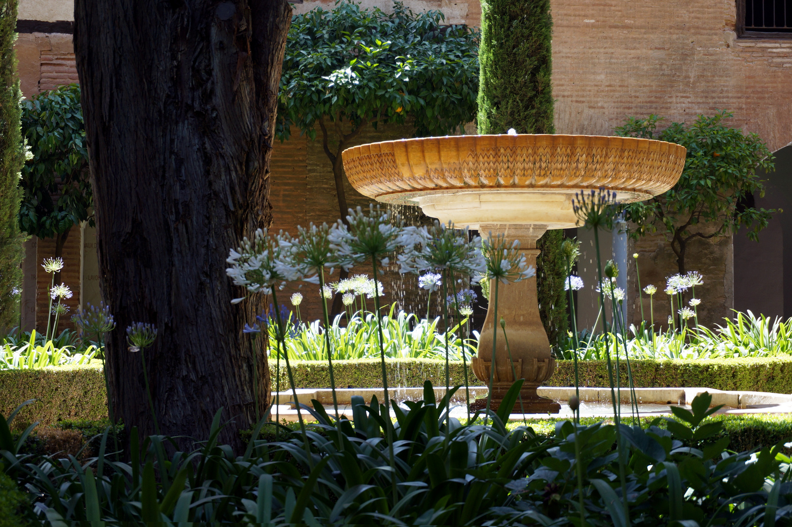 Full Size of Wasserbrunnen Garten Brunnen Im Der Alhambra Zaun Hängesessel Heizstrahler Fussballtor Lounge Set Klapptisch Spielhaus Holz Servierwagen Gaskamin Holzhaus Garten Wasserbrunnen Garten
