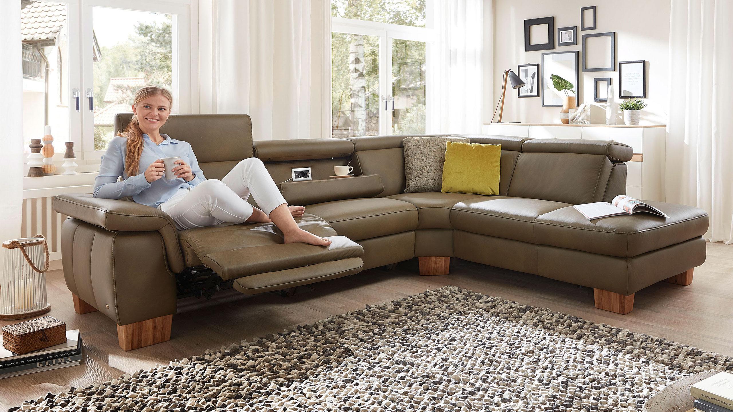 Full Size of Couch Mit Relaxfunktion Elektrisch Verstellbar Test Sofa Leder 3 Sitzer 3er Elektrischer 2 5 Ecksofa Mnchen Multipolster Große Kissen Singleküche Sofa Sofa Mit Relaxfunktion Elektrisch