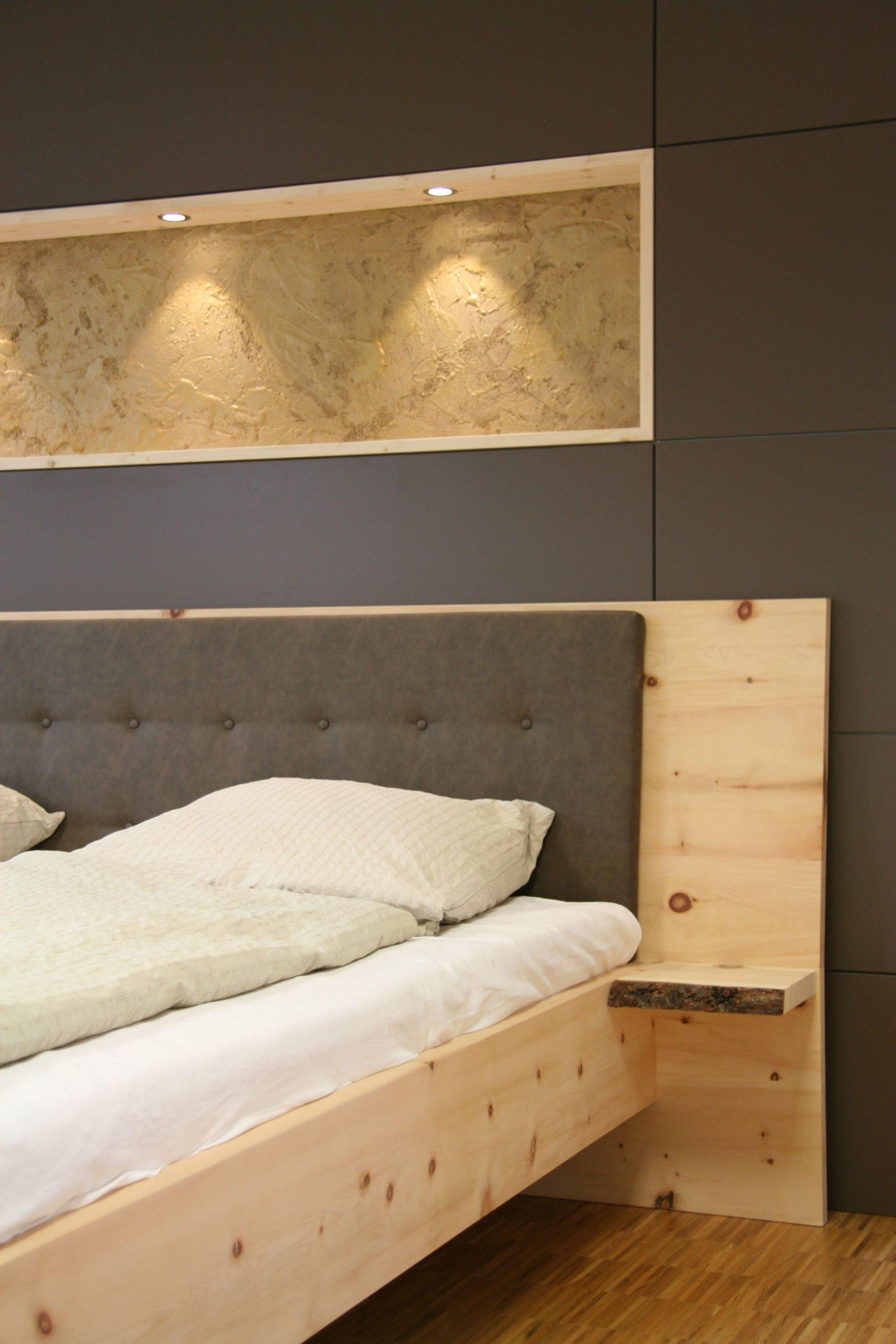 Full Size of Rückenlehne Bett Massivholzbett Aus Zirbenholz Besonderheiten Nachttischablage 180x200 Komplett Mit Lattenrost Und Matratze 200x200 Weiß Rustikales Stauraum Bett Rückenlehne Bett