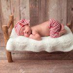 Altes Bett Portrt Eines 2 Wochen Neugeborenes Baby Er Ist Auf Einer 120x190 Ausklappbar Japanisches Minimalistisch 220 X 200 Lifetime 160x200 Wand Betten Test Bett Altes Bett