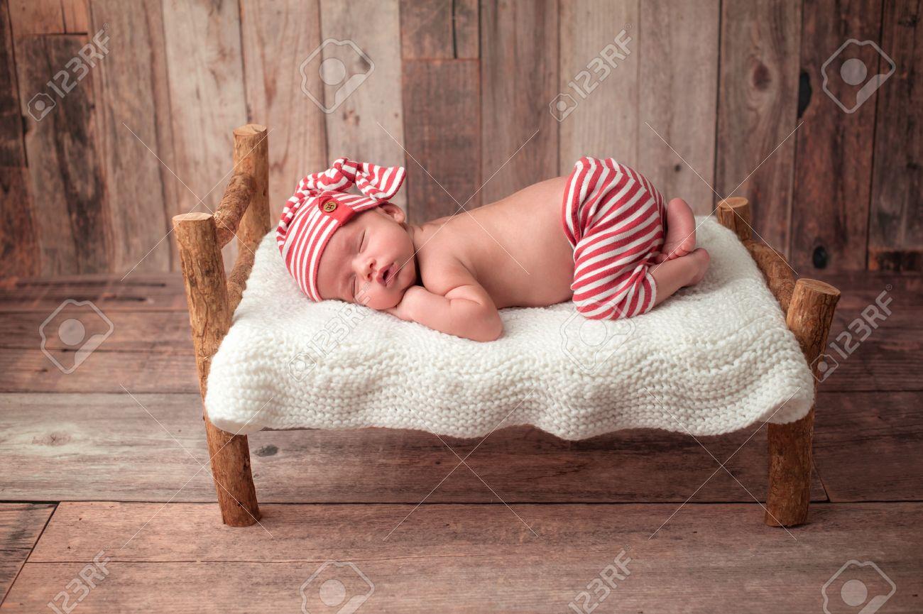 Full Size of Altes Bett Portrt Eines 2 Wochen Neugeborenes Baby Er Ist Auf Einer 120x190 Ausklappbar Japanisches Minimalistisch 220 X 200 Lifetime 160x200 Wand Betten Test Bett Altes Bett