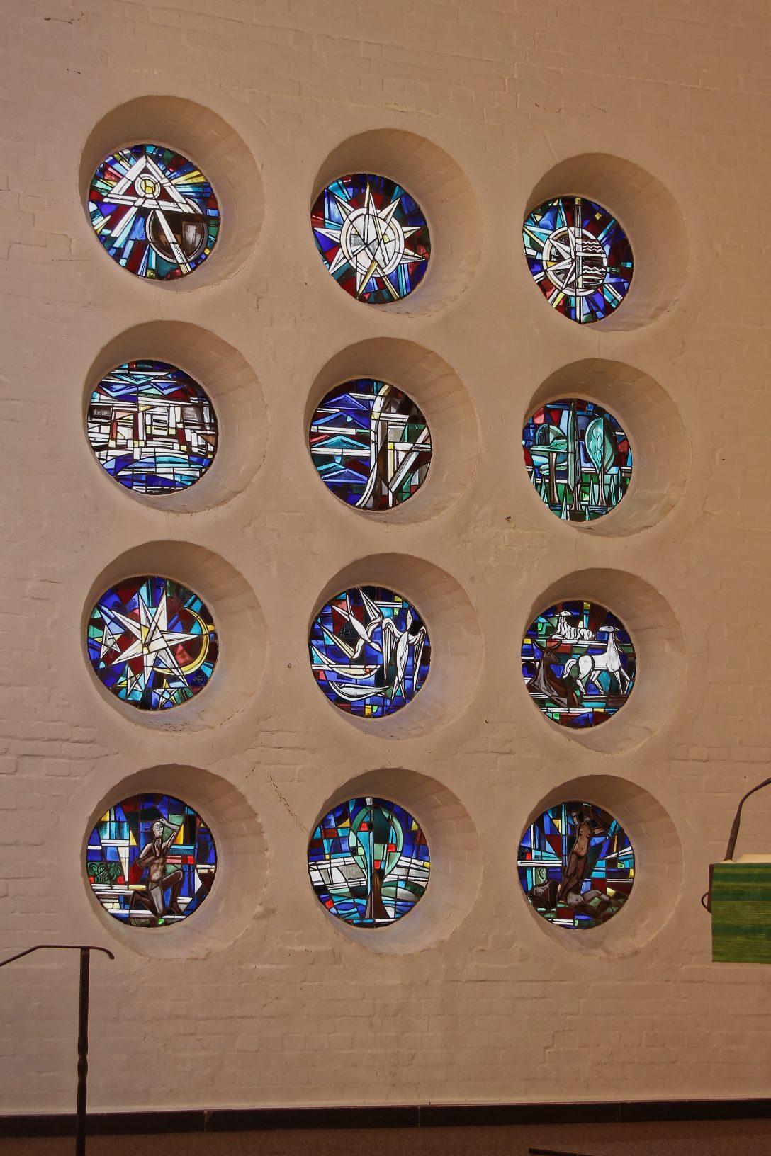 Large Size of Runde Fenster Filesmb Linksjpg Wikimedia Günstig Kaufen Schüco Preise Jalousien Innen Rollos Für Einbruchschutz Fliegengitter Dachschräge Sichtschutz Fenster Runde Fenster
