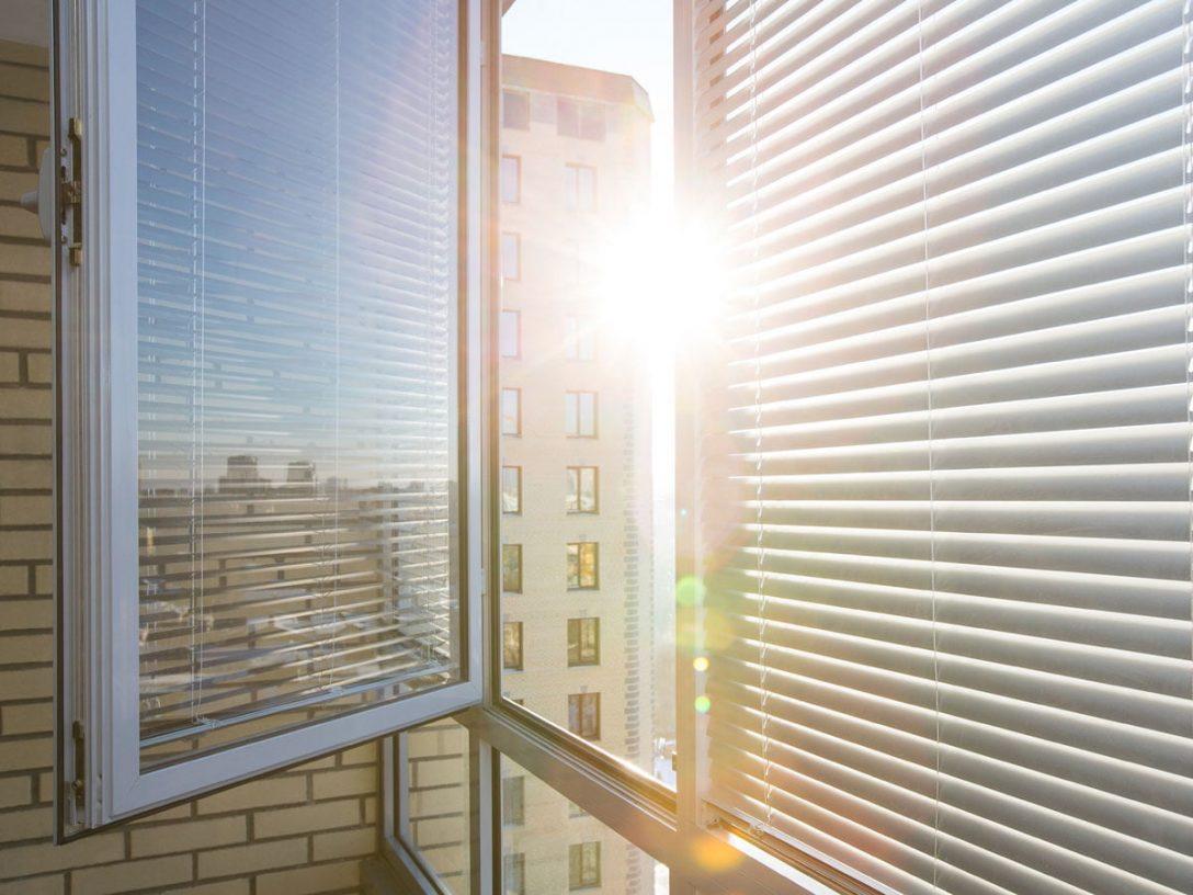 Large Size of Sonnenschutz Fenster Innen Ohne Bohren Selber Machen Rollos Velux Oder Aussen Innenrollos Plissee Ikea Folie Saugnapf Hitzeschutz Im Sommer Was Hilft Wirklich Fenster Sonnenschutz Fenster Innen