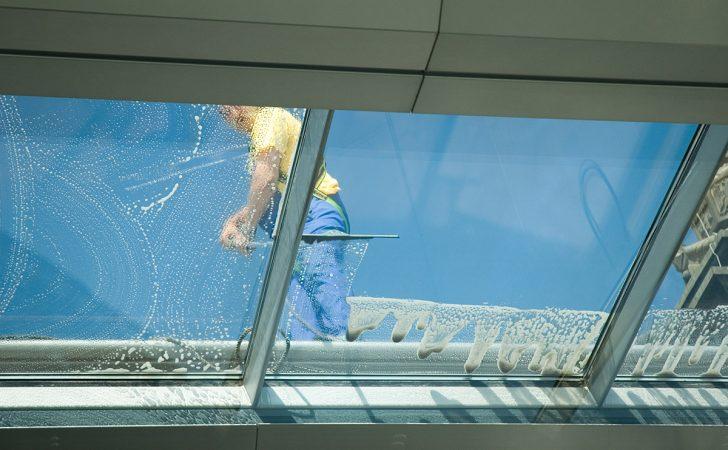 Medium Size of Fenster Reinigen Reinigung Gebudereinigung Fleischmann Veka Roro Beleuchtung Einbruchschutz Stange Tauschen Kunststoff Bodentief Auto Folie Mit Rolladen Fenster Fenster Reinigen