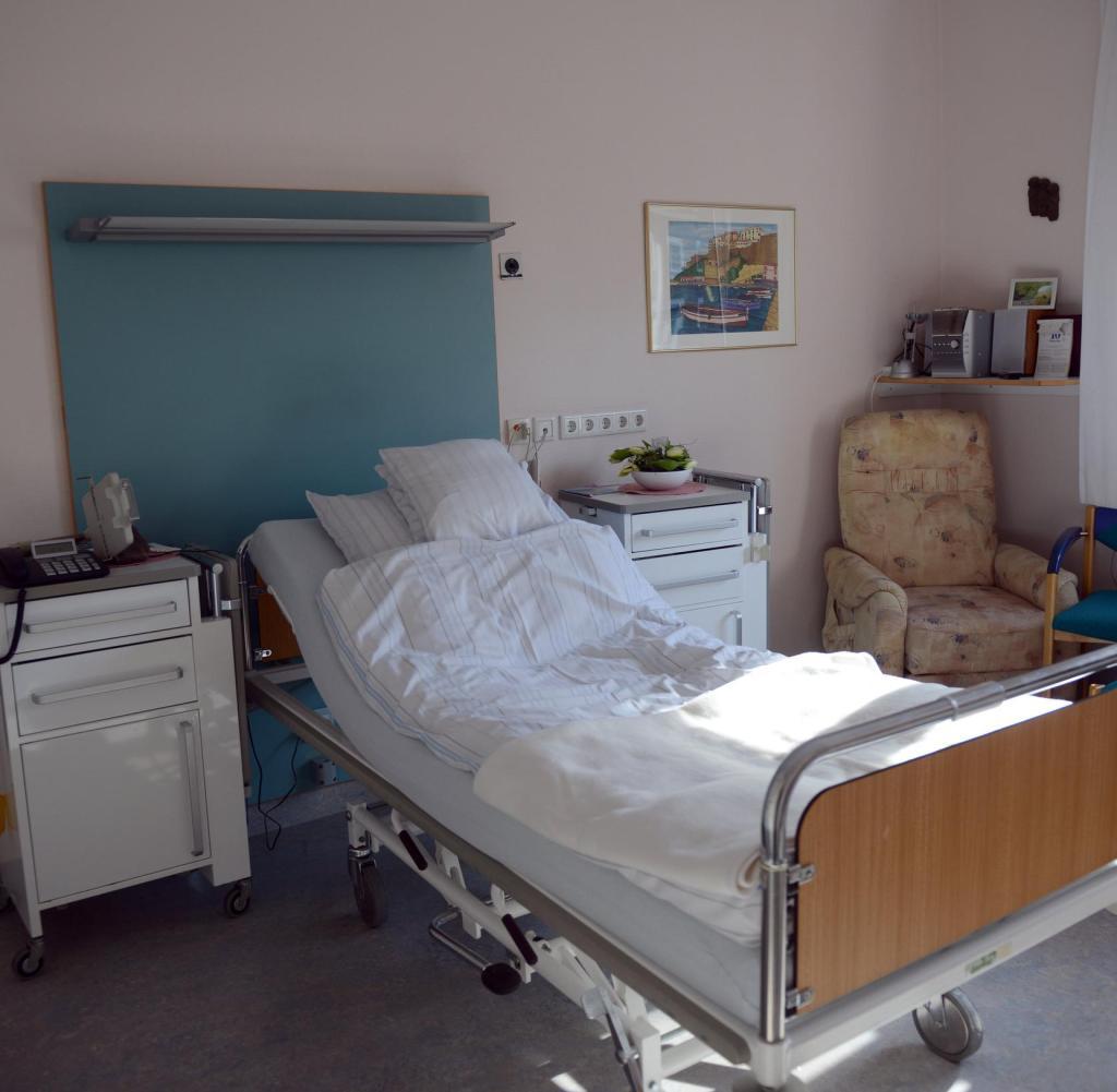 Full Size of Krankenhaus Bett Schicksal Wie Es Ist Prinzessin Mit Ausziehbett 140x200 Stauraum 120 X 200 Joop Betten Altes Hohes Wasser 200x220 Französische Konfigurieren Bett Krankenhaus Bett