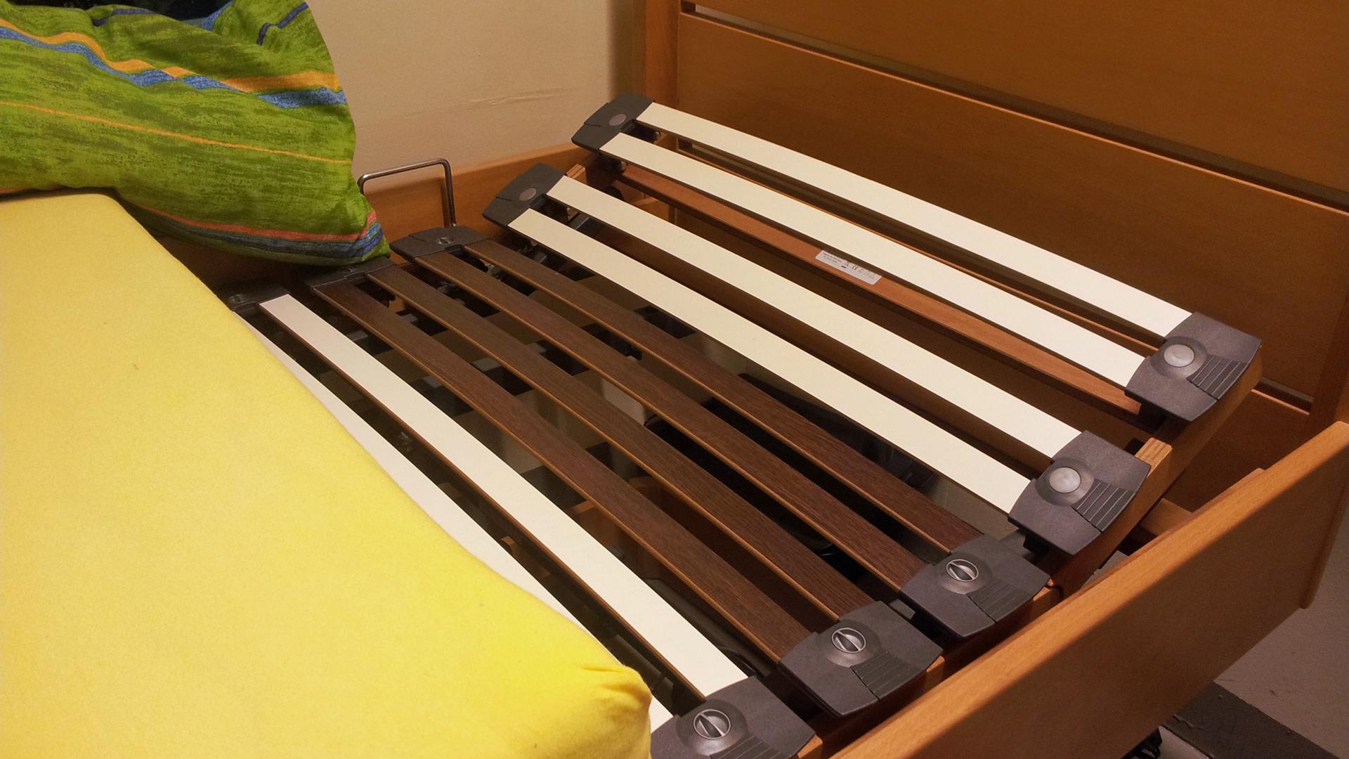 Full Size of Bett Lattenrost Knarrt Matratze Komplett Inkl Und Mit 90x200 Elektrisch Verstellbaren Ikea Malm Quietscht 160x200 Verstellbar 180x200 Selber Bauen Hilfsmittel Bett Bett Lattenrost
