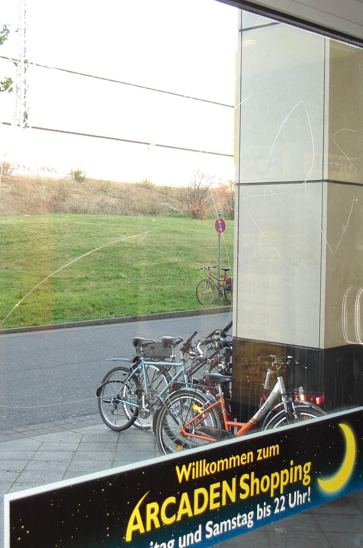 Full Size of Einbruchschutz Fenster Folie Einbruchschutzfolie Fr Montage Vom Profi Aus Hamburg Sicherheitsfolie Test Günstige Auto Weihnachtsbeleuchtung Rolladen Fenster Einbruchschutz Fenster Folie