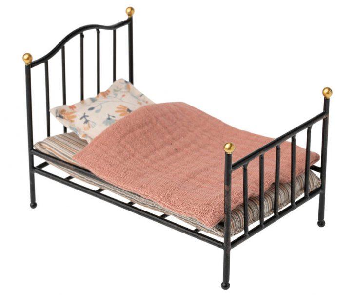 Medium Size of Maileg Bett Bed Metallbett Anthrazit Shabby Puppenmbel Weisses Schlafzimmer Set Mit Boxspringbett Tempur Betten Graues Weißes 90x200 Konfigurieren Holz Paidi Bett Bett Vintage
