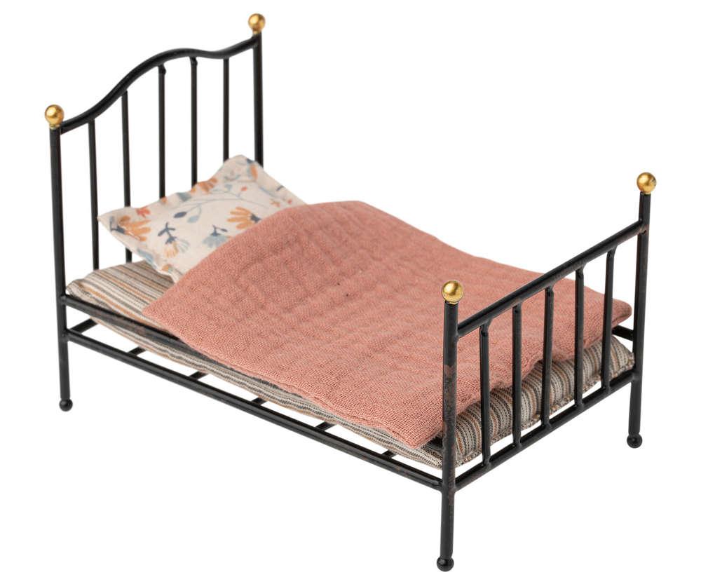 Full Size of Maileg Bett Bed Metallbett Anthrazit Shabby Puppenmbel Weisses Schlafzimmer Set Mit Boxspringbett Tempur Betten Graues Weißes 90x200 Konfigurieren Holz Paidi Bett Bett Vintage
