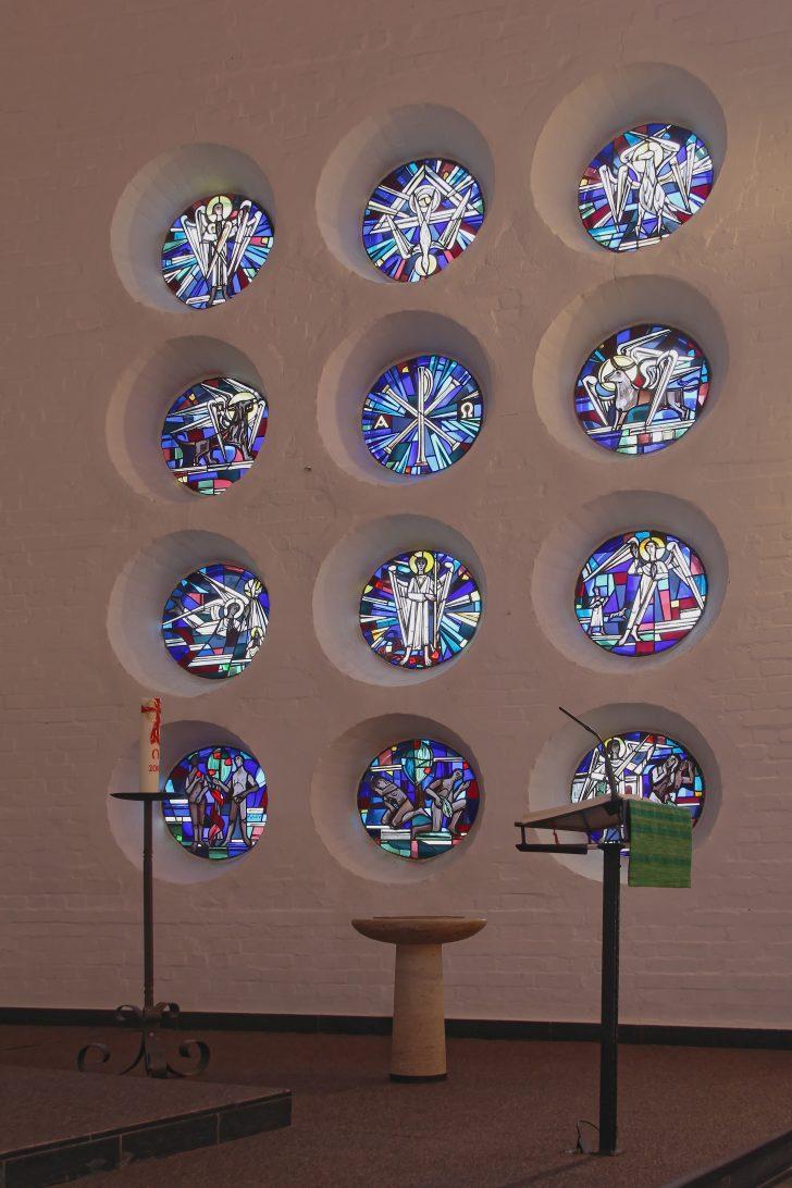 Medium Size of Fenster Dateismb Rechtsjpg Wikipedia Polnische Dachschräge Bauhaus Gitter Einbruchschutz Einbauen Kosten Tauschen Zwangsbelüftung Nachrüsten Einbruchsicher Fenster Runde Fenster