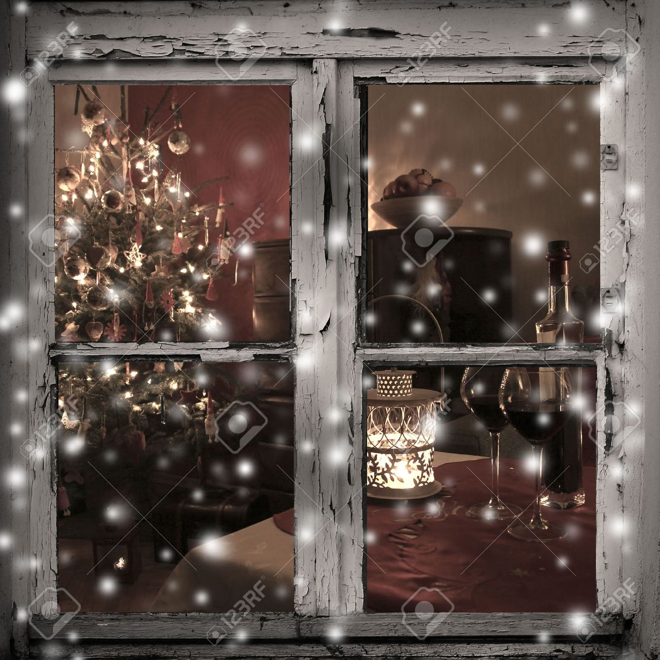 Full Size of Led Weihnachtsbeleuchtung Fenster Silhouette Innen Mit Kabel Kabellos Batterie Fensterbank Durch Eine Holzhtte Gesehen Insektenschutz Ohne Bohren Ebay Fenster Weihnachtsbeleuchtung Fenster
