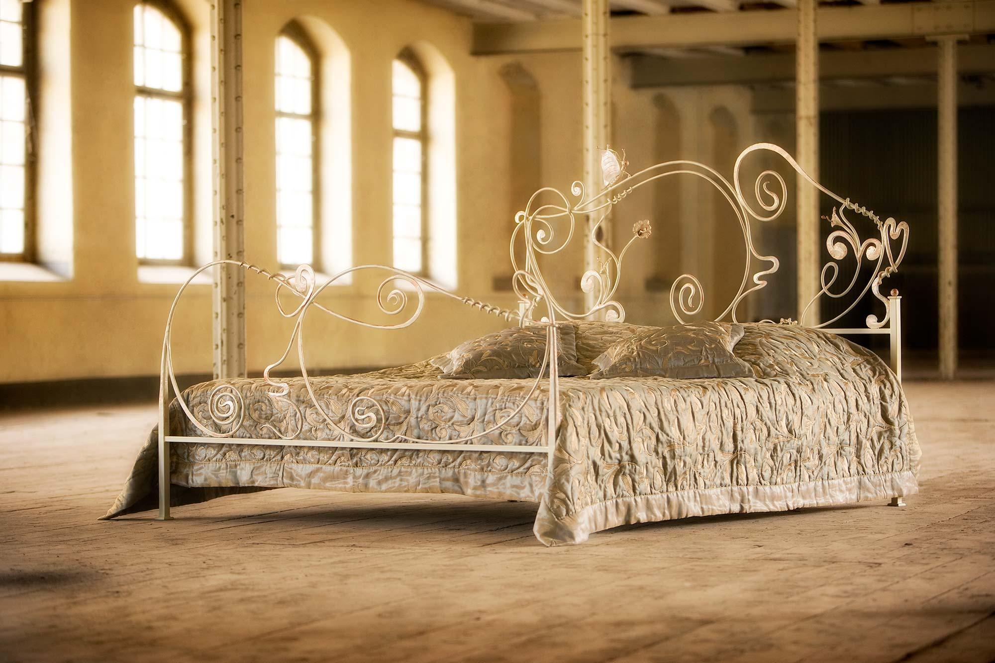 Full Size of Metallbett Alessia Romantisches Betten Ohne Kopfteil Außergewöhnliche Bett Weiß 180x200 Altes Hunde Bettkasten Mit Matratze 160x200 Ausklappbar 90x200 Bett Romantisches Bett