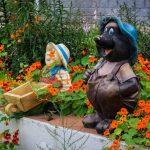 Garten Skulpturen Garten Garten Skulpturen In Einem Unter Schnen Blumen Lizenzfreie Sichtschutz Wpc Pergola Schwimmingpool Für Feuerstelle Holz Liege Mein Schöner Abo Pool Guenstig