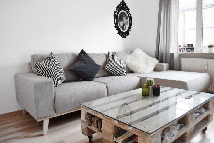 Medium Size of Graues Sofa Mit Kissen Dekorieren Welche Wandfarbe Passt Blauer Teppich Gelber Kombinieren Graue Couch 2er Ikea Kleines Grauer Kissenfarbe Gelbe Rosa Farbe Sofa Graues Sofa