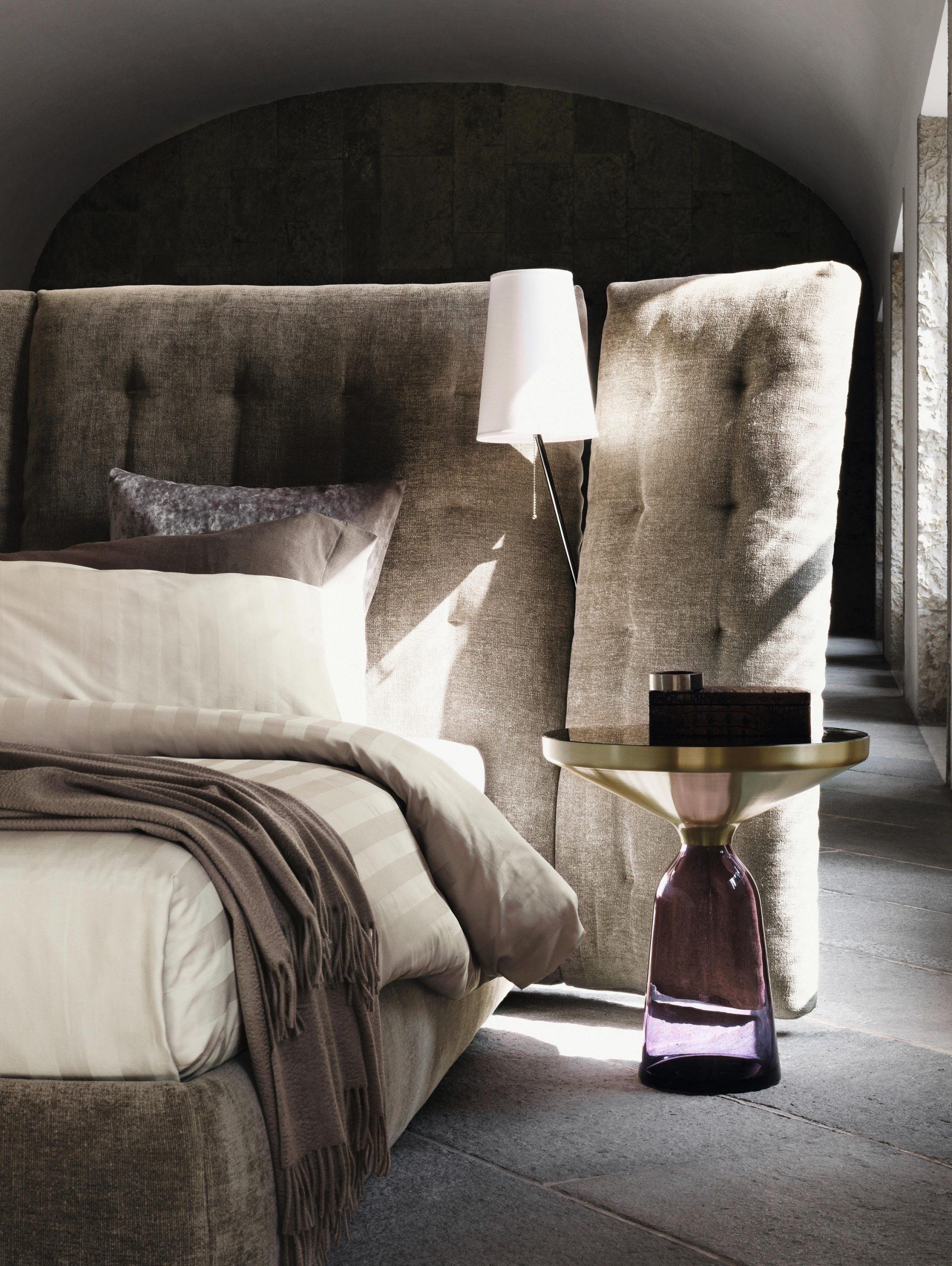 Full Size of Bett Mit Hohem Kopfteil Angle Gestepptes Architonic Metall Sofa Boxen Rauch Betten 140 X 200 Minimalistisch Stauraum 160x200 Schlafzimmer überbau 140x220 Bett Bett Mit Hohem Kopfteil