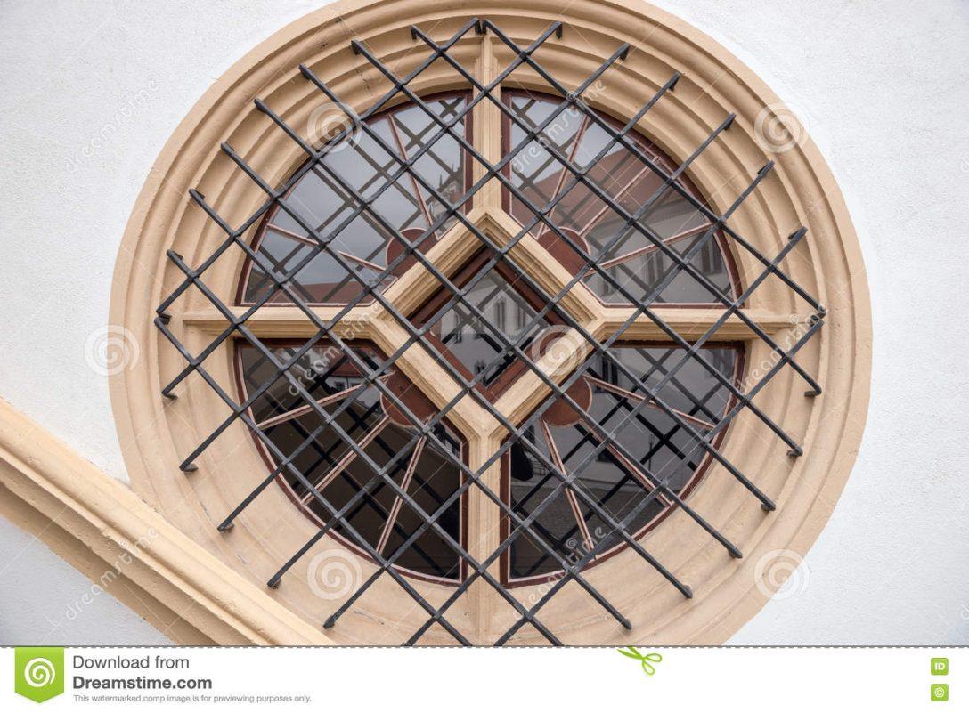 Large Size of Fenster Mit Metallstangen Im Haus Stockfoto Bild Von Fliegengitter Maßanfertigung Verdunkelung Einbruchschutz Nachrüsten Jalousien Innen Folie Für Günstige Fenster Rundes Fenster