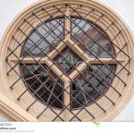 Rundes Fenster Fenster Fenster Mit Metallstangen Im Haus Stockfoto Bild Von Fliegengitter Maßanfertigung Verdunkelung Einbruchschutz Nachrüsten Jalousien Innen Folie Für Günstige