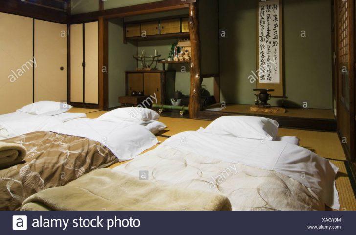 Medium Size of Japanische Betten Drei Futons Bereit Fr Nacht In Einem Traditionellen Japanisches Bett Somnus 140x200 Weiß Mit Stauraum Amazon 180x200 Poco Für Teenager Bett Japanische Betten