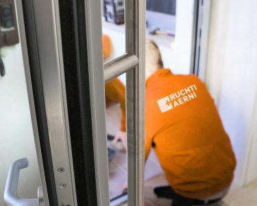 Neue Fenster Einbauen Fenster Neue Fenster Einbau Kosten Einbauen Preis Altbau Genehmigung Viel Dreck Ersetzen Sanieren Austauschen Einbruchsichere Runde Mit Rolladenkasten Plissee