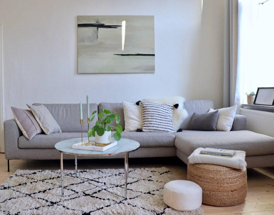 Large Size of Graues Sofa Grauer Teppich Graue Couch Welche Wandfarbe Welcher Passt 2er Ikea Gelber Farbe Wohnzimmer Kissen Kleines Rosa Kombinieren Große Rolf Benz Sofa Graues Sofa
