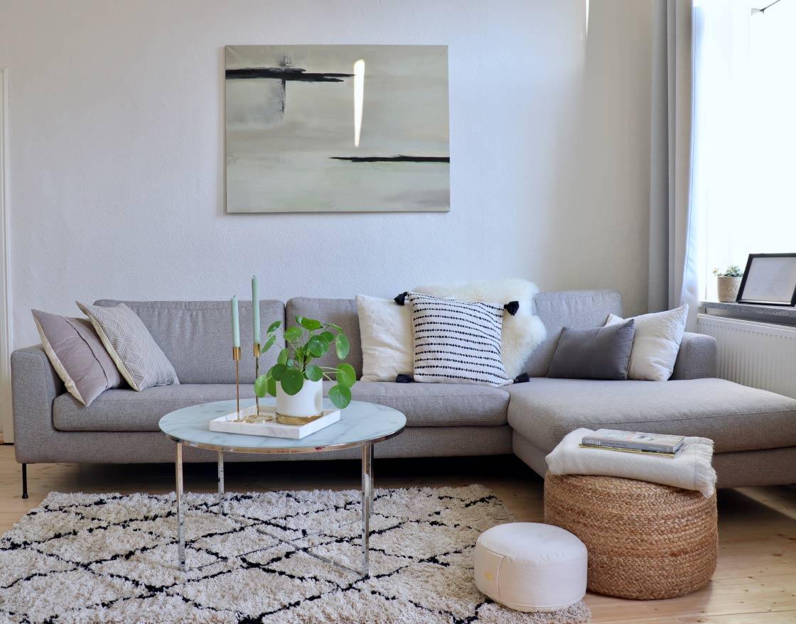 Full Size of Graues Sofa Grauer Teppich Graue Couch Welche Wandfarbe Welcher Passt 2er Ikea Gelber Farbe Wohnzimmer Kissen Kleines Rosa Kombinieren Große Rolf Benz Sofa Graues Sofa