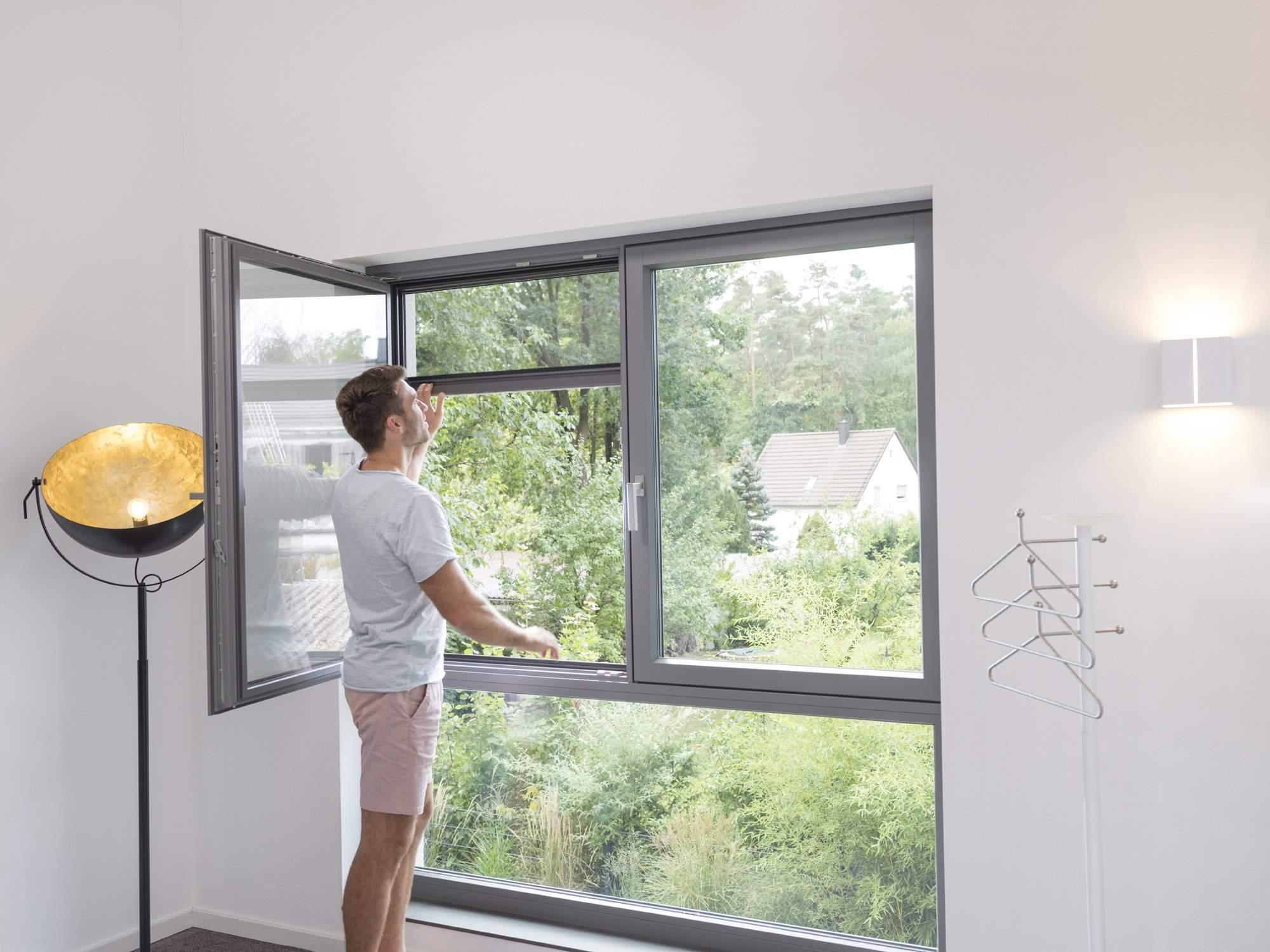 Full Size of Fenster Reinigen Dänische Konfigurator Anthrazit Dachschräge Plissee Einbauen Schüco Mit Rolladenkasten Lüftung Sicherheitsfolie Sonnenschutz Außen Fenster Insektenschutzrollo Fenster