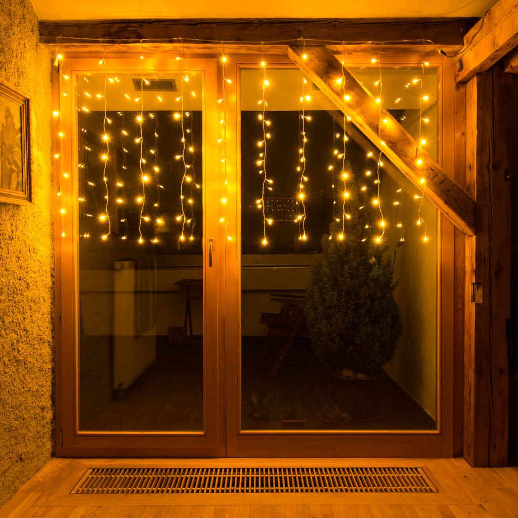 Full Size of Weihnachtsbeleuchtung Fenster Lichterkette Vorhang Kunststoff Einbruchschutz Nachrüsten Maße Schüco Online Sichtschutz Trier Klebefolie Für Folie Fenster Weihnachtsbeleuchtung Fenster